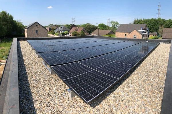 Installations photovoltaïques sur un toit plat
