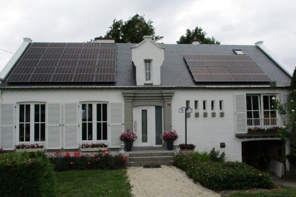Placement de panneaux photovoltaïques à Tiège