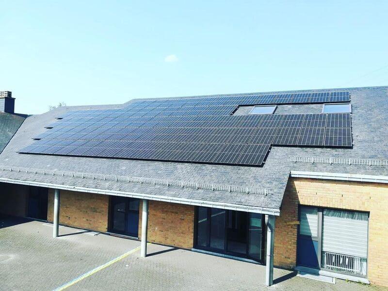 Panneaux photovoltaïques installés sur l'école communale de Jalhay